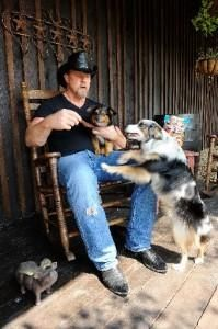 Country music star Trace Adkins, with his dogs Bella and Daisy