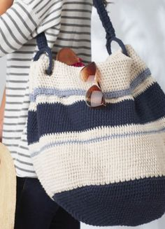 Keep everything you need in a stylish, DIY nautical hobo bag this summer -- perfect for beach vacations!