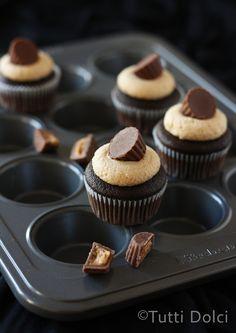mini chocolate & peanut butter cupcakes   tutti dolci