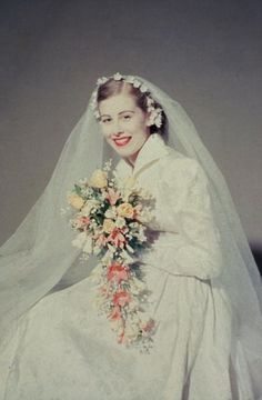 What an absolutely gorgeous bouquet. #vintage #bride #dress #wedding #1950s