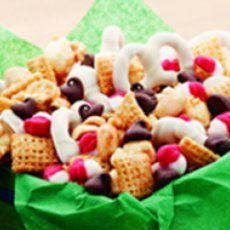 A page full of yummy popcorn and snack mix recipes......love this.  L :)