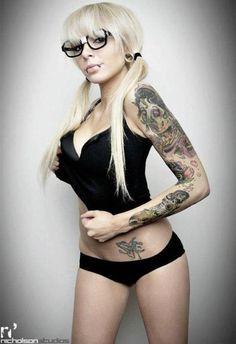#tattoo ink babe, sexi, glasses, tattoos, sleev, tattoo girl, beauti, ink girl, eye
