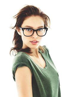 Lobe her glasses!