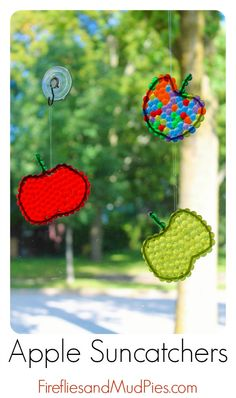 Apple Suncatchers created by kids are the perfect autumn decor for your home! #firefliesandmudpies