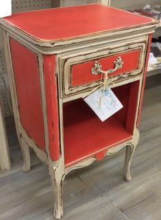 Stunning French inspired side table painted in Caribbean Coral and Creamy Linen Farmhouse Paint. Final touch: Farmhouse Paint Tea Stain Antiquing Gel. #farmhousepaint #singlestep #noprep #nowax