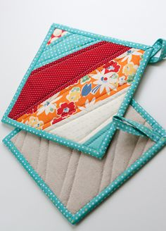 beautiful mug rug and hot pads