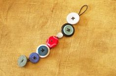 Make fun button bracelets for your Operation Christmas Child shoe box gift!