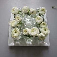 Compositions florales on pinterest bamboo centerpieces for Petites compositions florales pour table