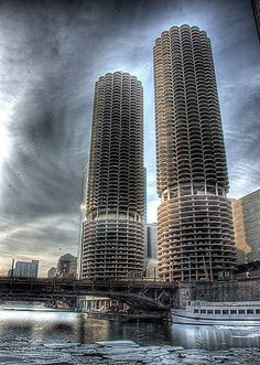 The Corn Cob Towers overlook the frozen Chicago River