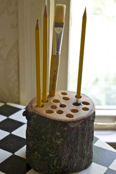 Pencil holder from tree branch. I have 1 day to figure out if I can make this for Joe! highly unlikely :/ but love it