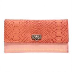 This pattern wallet is chic and elegant and perfect for our Polished Posta Subscribers.