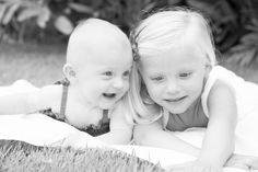sisters    black and white family photography     elle rose | photo