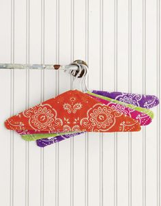 Jazz up your closet with these bandanna hangers. You can make them in a flash! #diy #craft