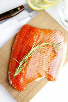 Why salmon actually HELPS lose weigth, and a truly yummy salmon recipe