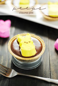 Peeps S'mores Pies -- Big or small, everyone this Easter will love these adorable cupcakes! #Peeps #PeepsTreats #Easter | www.somethingswanky.com