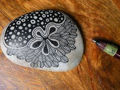 zentangle stones, stone painting, stone painted, doodle pebbles