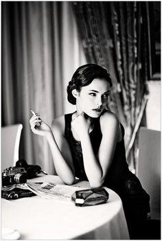 Smoking women, 50s Beauty