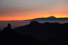 #Canarias #GranCanaria El Ocaso con El Bentayga y El Teide al fondo en Gran Canaria by El Coleccionista de Instantes . on 500px