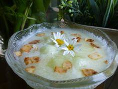 #Postre de #sopa de #melón con laminas de coco Ver receta: http://www.mis-recetas.org/recetas/show/43367-postre-de-sopa-de-melon-con-laminas-de-coco
