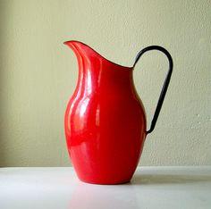 Vintage Red Enamelware Pitcher granitewar, enamel ware, red enamelwar, vintag pitcher, enamelwar pitcher, vintag enamelwar, vintage metal, enamelwar romant, vintag red