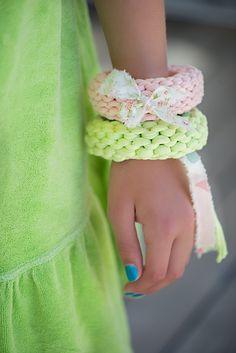 DIY: easy knit summer bracelets