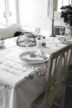 Tablecloth of Jeanne d'Arc Living.