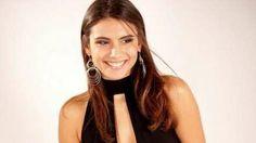 Elena Tambini lookeada para una producción de un diario inglés.