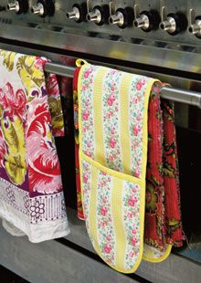 Cath Kidston Oven Gloves Pattern @The Guardian: A simple sewing project from Sew!, the new book by Cath Kidston. Make your oven gloves in Cath Kidston's printed fabrics, or put your own twist on them with a different material. This project is very easy to put together and makes a good introduction to the techniques involved in binding edges. (Free Tutorial)