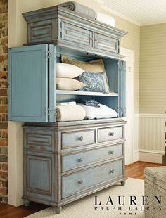Can be done with Chalk Paint®, in Louis Blue and Dark Wax. I can do this!