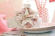 Una tiara preciosa para cada invitada a la fiesta princesa / A lovely tiara for each guest at a princess party