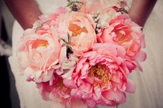 ombre, bridal bouquets, wedding ideas, wedding bouquets, pink weddings, bridesmaid, wedding flowers, coral weddings, pink peonies