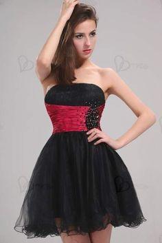 http://www.vestidofiesta.es/vestido-bustier-negro-rojo-928.html    Vestido de noche de bustier negro, corto, con un cinturón fucsia bordado con perlas. Vestido bustier elegante, tela corta, el pecho plisado. Rodeado por una tela fucsia, adornado con perlas bordadas totalmente a mano. Por su falda de volantes, gasas, este vestido le dará una silueta hermosa. Usted iluminarán sus tardes.