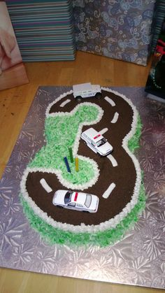 Cousin Cindy made this cake for her 3 year olds birthday. It looked so awesome!