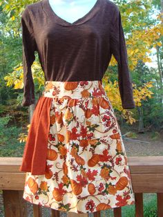 harvest apron with built in hand towel. love it.