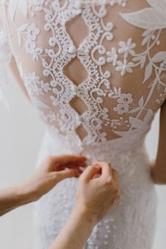 lace wedding dress w