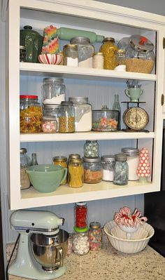 Re-use (Yankee) candle jars Open Shelves, Christmas Kitchen, Dream, Yankee Candles, Crafti Stuff, Candies, Kitchen Nook, Decorating Crafts, Candle Jars