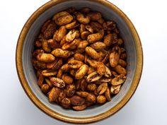 Cajun-Spiced Peanuts. #snack http://www.ivillage.com/easy-appetizer-ideas/3-b-339970#340002