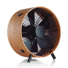 Lightweight fan made from eco-friendly fine bamboo, featuring adjustable feet to find your desired height and angle.