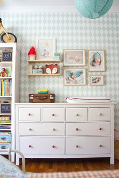 mint geometric wallpaper + colorful knobs on Hemnes