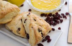 Cranberry scones with fresh lemon curd