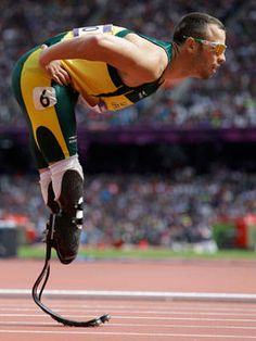 South Africa's Oscar Pistorius finishes 2nd in his heat to reach the 400-m semifinals