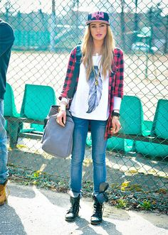 Plaid + feathers and a little bit of grunge, a perfect fall look #style #backtoschool