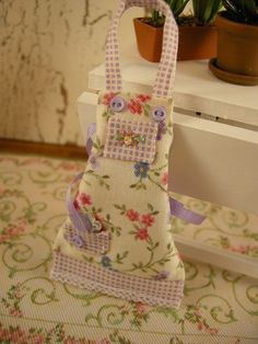 Miniature dollhouse apron(so cute!)