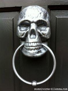 DIY skull door knocker - Dollar store & spray paint - a Halloween decorator's best friends!