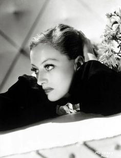 Joan Crawford 1933 - Photo by George Hurrell