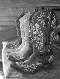 #love #cowboyboots #cowgirlboots #countrygirl #country For more Cute n' Country visit: www.cutencountry.com and www.facebook.com/cuteandcountry