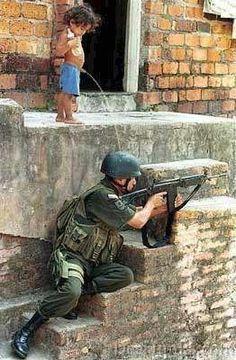 soldier, che guevara, funny pictures, funni, funny stuff, precious moments, rain drops, gun, kid