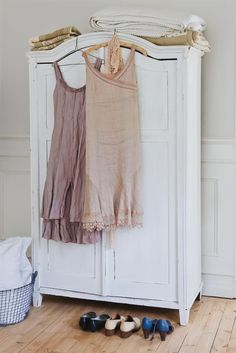 Bedroom little dresses, color fashion, vintage wear, french bedrooms, bedroom decor, shabbi chic, shabby chic, around the house, closet
