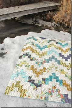 Belle Wave quilt | Tamarack Shack (with link to free downloadable pattern)