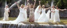 Trash The Dress - groeps evenement begon in #breda 08.08.08 8 bruiden sprongen de vijver én Wilhelmina fontein in! Trash The Dress werd in NL na massaal 09.09.09 event met 150+ bruiden een landelijke trend © Melanie E. Rijkers